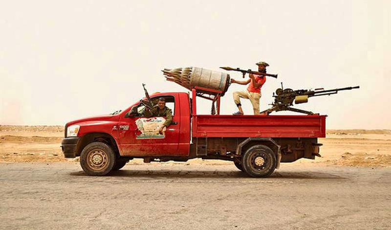 Пикапы смерти Ливия Ливийские повстанцы стали не первыми, кто придумал использовать пикапы с открытым кузовом для установки пулеметов и зенитных орудий. Однако, именно эти ребята поставили производство пикапов смерти на поток, компенсируя, таким образом, высокий расход техники.