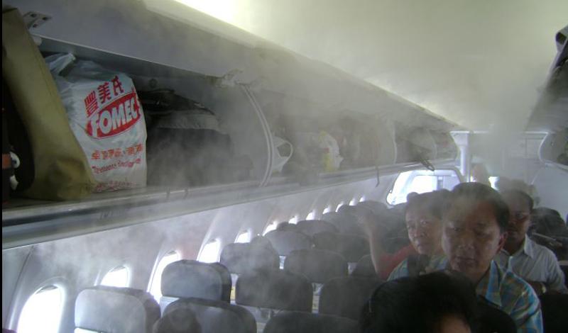 ВентиляцияПоднимите голову и посмотрите на эти маленькие отверстия, через которые попадает к вам свежий воздух. Вместе с ним, вырываются наружу и опасные бактерии, которых скапливается достаточное количество на пластике воздухопровода.