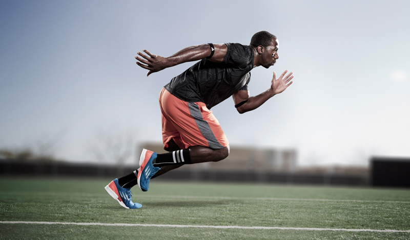 Быстро бегать Спринт станет отличной практикой каждому, кто всерьез воспринимает красоту своего тела. Резкий рывок при старте и максимальная скорость на всем протяжении дистанции (ста или двухсот метров вполне хватит) задействует почти все мышцы. В идеале, тренировку лучше проводить интервально, перемежая участки стандартной скорости резкими ускорениями.