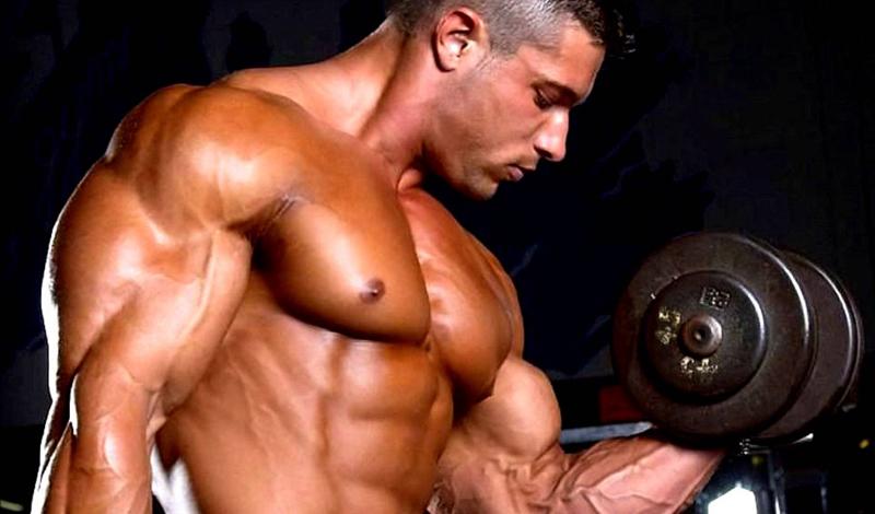 Количество повторений Не самая очевидная уловка при наращивании мышц — делать большее количество повторений. То есть, вместо того, чтобы работать большими весам на 5-6 раз, примите свой средний вес и делайте по 12-15 повторений в подходе. Постарайтесь не переоценить себя: взяв больший вес и сделав, с большим усилием, три подхода с увеличенным количеством повторений, вы, скорее всего, пропустите пару следующих тренировок.