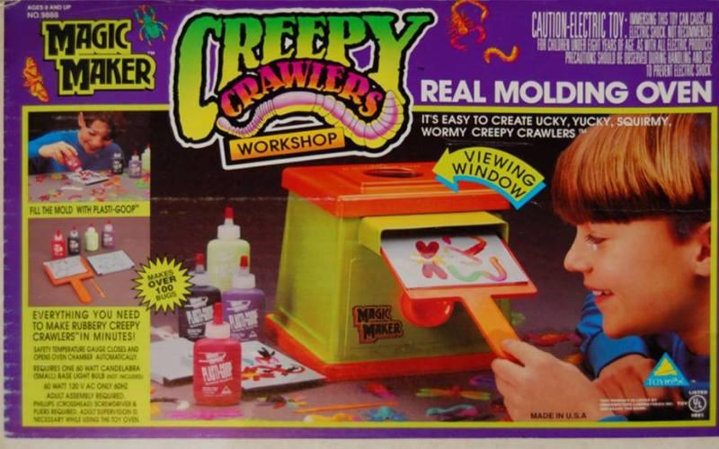 Creepy crawlers Эта игрушка была выпущена все той же злополучной компанией Маттелл в 60-е годы. Creepy crawlers «Жуткие насекомые» – это формы для литья из горячего жидкого пластика и специальная плитка, на которой этих насекомых нужно было отливать. Одному богу известно, сколько детишек устроило домашний поджог или получило ожоги после игр с этим набором. И, кстати говоря, сам пластик, из которого отливались фигурки, был очень токсичен.