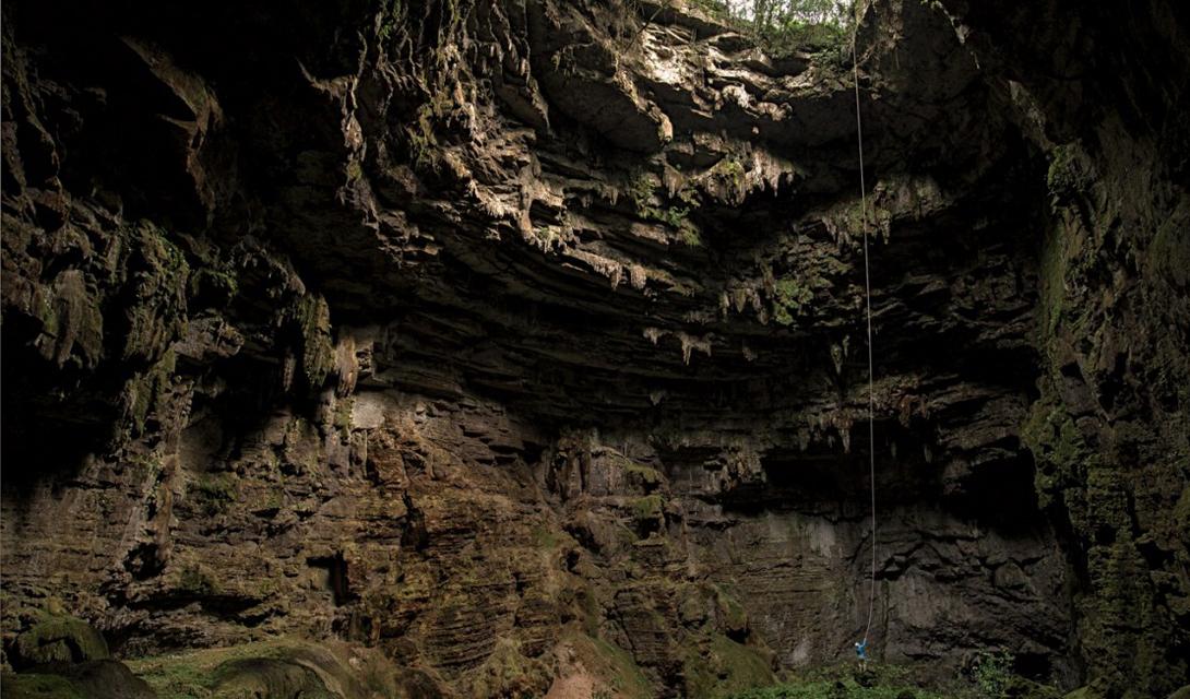 Мексиканские глубины Десятидневное путешествие завершилось для туристов Льюиса и Майкла вот в этой пещере. Невообразимо огромная, она поражает сознание даже на обычном снимке.
