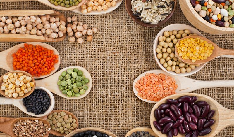 Плохой протеин Да, бывает и такой. Белки, которые содержат высокий уровень насыщенных жиров, как правило, мы получаем из яиц, молочных продуктов и мяса. Глубоководные рыбы и белое мясо — лучший источник белка, где содержится малое количество насыщенных жиров и калорий. Если вы действительно хотите получать правильный белок, лучше будет перейти на овощи. Начните со шпината, гороха, кукурузы, брюссельской капусты и брокколи.