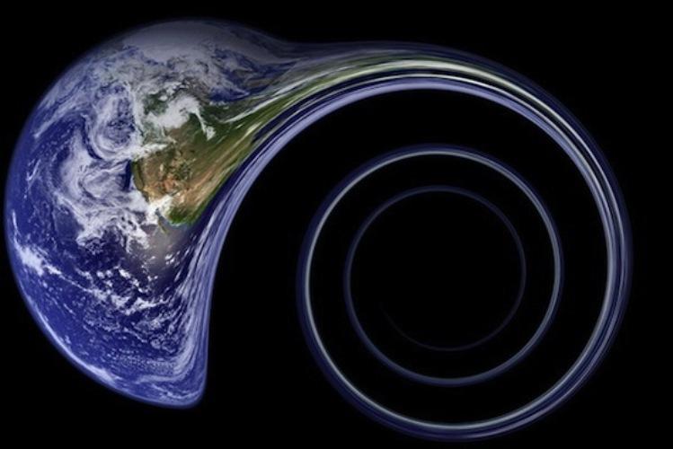 Засасывание огромной черной дырой Тут все достаточно просто: нужно поместить Землю и черную дыру поближе друг к другу. Можно или пододвинуть нашу планету к черной дыре при помощи сверхмощных ракетных двигателей, или дыру по направлению к Земле. Конечно, эффективнее всего будет сделать и то и другое. Кстати говоря, ближайшая к нашей планете черная дыра находится на расстоянии всего 1600 световых лет в созвездии Стрельца. По предварительным прикидкам, технологии, которые позволят это осуществить появятся не раньше 3000-го года, плюс весь путь займет около 800 лет, так что придется подождать. Но, несмотря на сложности с реализацией, это вполне возможно.