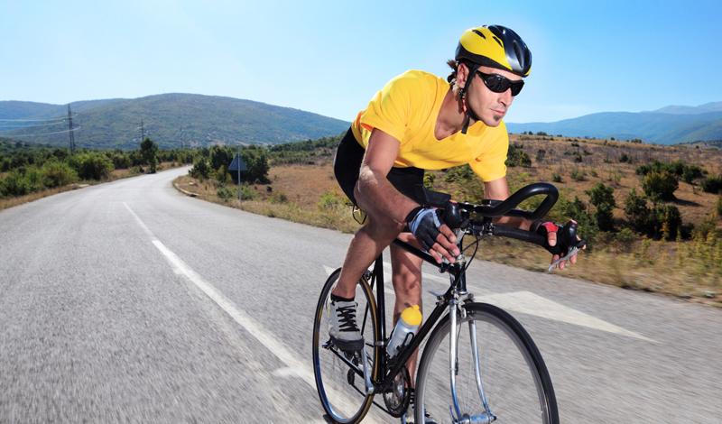 Езда на велосипеде Велоспорт дает занимающемуся огромный заряд энергии, попутно развивая не только мышцы ног и выносливость, но и сердечно-сосудистую систему человека. Распланировав маршрут поездки заранее, вы сможете грамотно составить план нагрузки, что хорошо скажется на темпе всего упражнения.