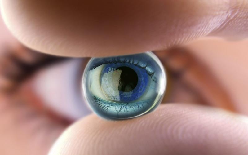 Зрение Сам хрусталик и клетки мозга, ответственные за обработку зрительной информации, имеют тот же возраст, что и человек. Регенерируются и обновляются лишь клетки роговицы глаза. При этом полное обновление роговицы происходит довольно-таки быстро – весь цикл занимает 7-10 дней.