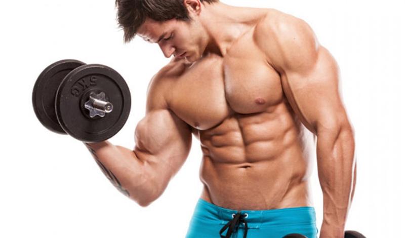 Занимайтесь весами Не самый очевидный совет — но очень практичный. Начните активную работу с базовыми упражнениями в зале. Жим лежа, становая, приседания — все это делает ваше тело сильнее и выносливее. Бегать станет легче уже через пару недель активных тренировок.