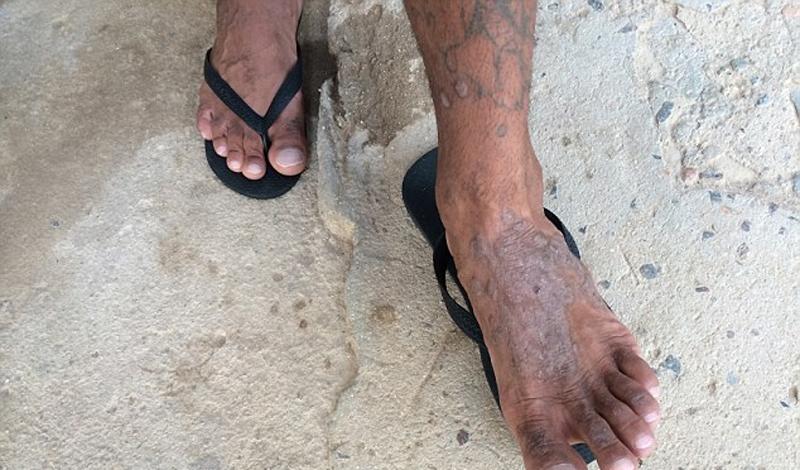 Представители chaveiros не слишком прилежно выполняют свои обязанности. Насилие, постоянные болезни и даже смерти сокамерников из низших каст интересуют их мало.
