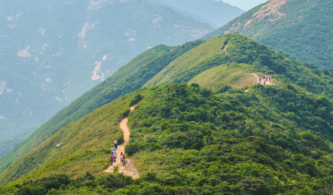 Спина Дракона Гонконг, Китай Hong Kong's Dragon's Back Trail готов попотчевать туристов потрясающим видом на Тай Лонг Ван и Тай Там в Южно-Китайском море. В конце пути самые стойкие будут вознаграждены смотровой площадкой Сэкъоу, поднимающейся на 273 метра над уровнем моря.