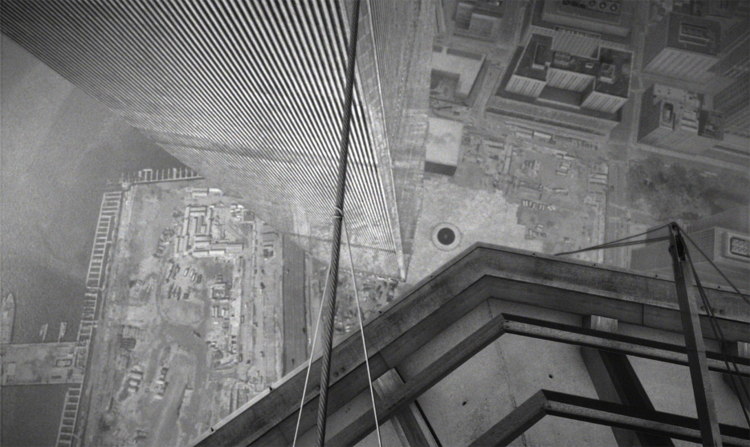 Настоящая слава пришла к Пети после его самого громкого трюка. В 1974 году, только что построенные башни-близнецы Всемирного торгового центра поражали воображение не только туристов, но и самих жителей Большого яблока. Филипп решил, что пройдет по канату между башнями, даже если муниципалитет будет против.