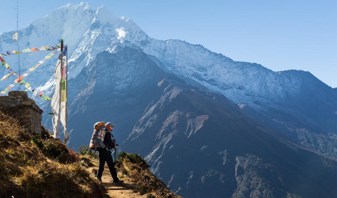 Базовый лагерь Эверест, Непал Эта сложнейшая тропа Непала поднимается на целых 5 426 метров над уровнем моря. Смелые путешественники пройдут через аутентичные деревни местных жителей, спустятся в долины и закончат свой путь у подножия Эвереста, величайшей вершины мира.