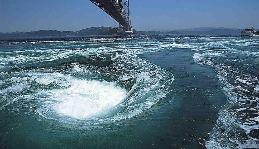 Clyde Cruises Залив Corryvreckan В заливе Corryvreckan, между двумя островами у побережья Шотландии, обитает третий по величине водоворот в мире. Шум воды слышен за десятки километров от самого места. Аквалангисты считают его одним из самых опасных спотов для погружений во всей Великобритании.
