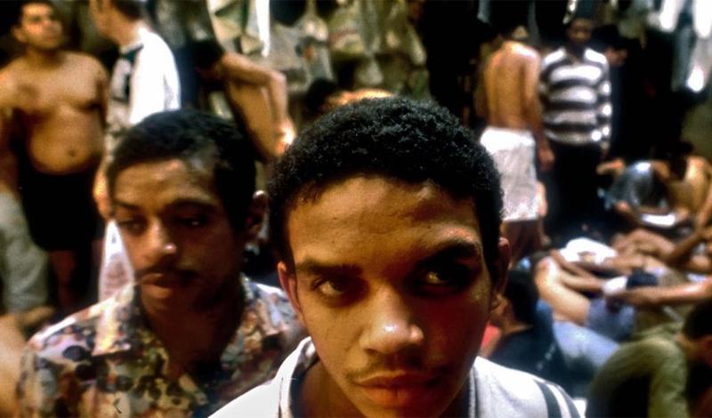 Недавно общественность всколыхнуло скандальное интервью коменданта тюрьмы. Бедняга назвал chaveiros надежными партнерами и признался, что не раз следовал указанию представителей этой общины, наказывая провинившихся заключенных.