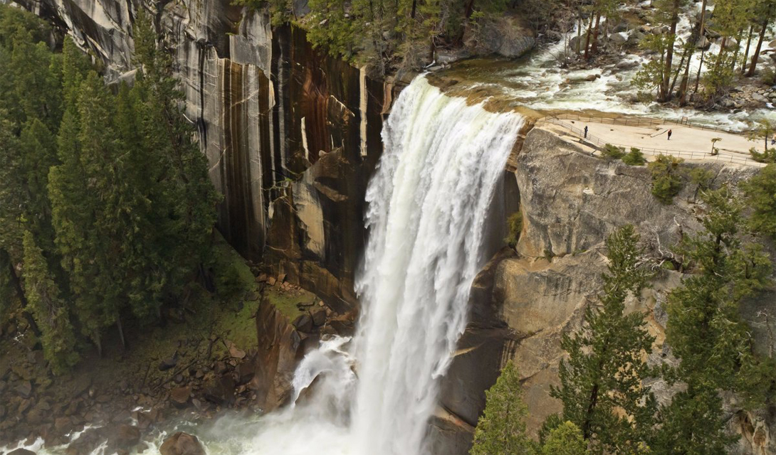Тропа Джона Мьюира Йосемити, США Тропа Джона Мьюира стартует в национальном парке «Йосемити», идет через пустыню Анселя Адамса, сквозь парк «Секвойя» и горы Уитни.
