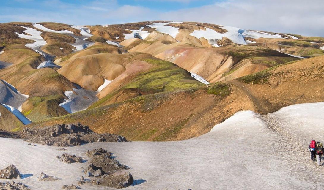 Laugavegurinn Ледники, Исландия С одного из исландских наречий laugavegurinn переводится как «Горячий источник». Этот маршрут охватывает потрясающий пейзаж горной Исландии, где усталый турист может с удовольствием полюбоваться ледниками, вулканами и угрюмо-величественными ликами гор.
