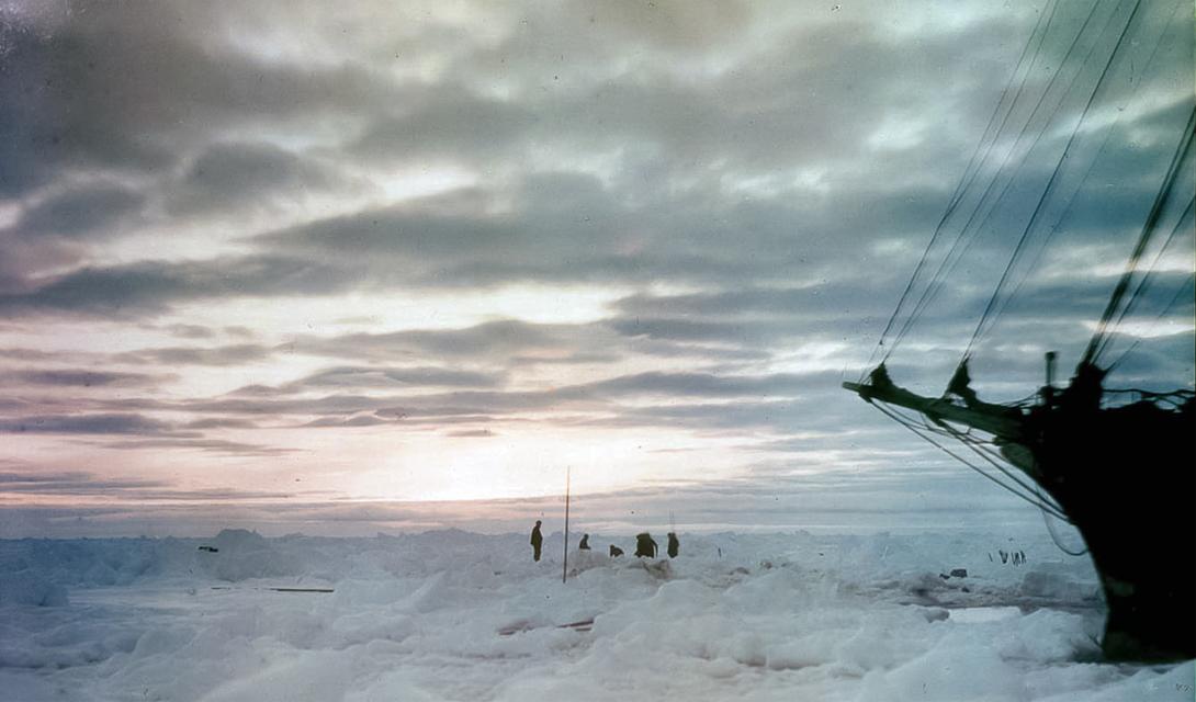 За четырнадцать дней изнурительного плавания океан истрепал лодку в клочья — и выбросил останки на побережье Южной Джорджии. Еще через пару суток команда Джеймса Кэйрда обнаружила стационарный лагерь исследователей. 30 августа 196-года был спасен последний член экипажа: так закончилась Императорская Транс-антарктическая экспедиция, чуть не превратившаяся в аттракцион ледяной смерти.