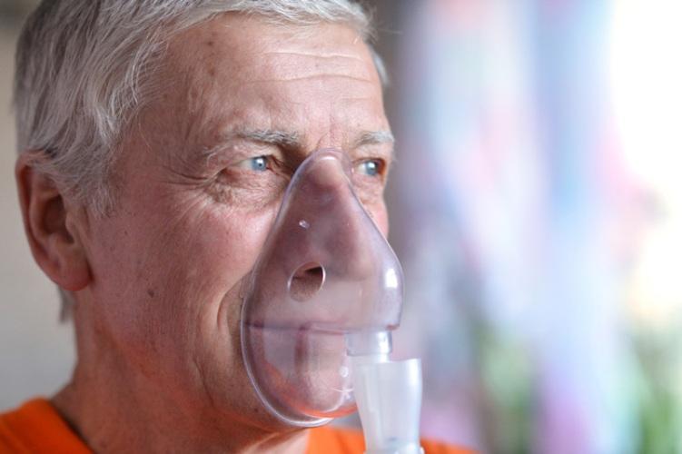 Если у вас ХОБЛ Наличие ХОБЛ (хроническая обструктивная болезнь легких) уже говорит о затрудненном дыхании. Кроме дыхания диафрагмой, попробуйте вдыхать через нос 2 секунды, а после очень медленно выдыхайте, в два-три раза дольше, чем вдыхали. Повторяйте это упражнение чаще.