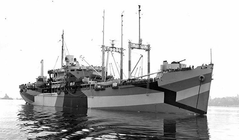 Британский Королевский Флот был не единственным, где использовался ослепляющий камуфляж. Перед вами американское судно St. George, раскрашенное именно таким образом.