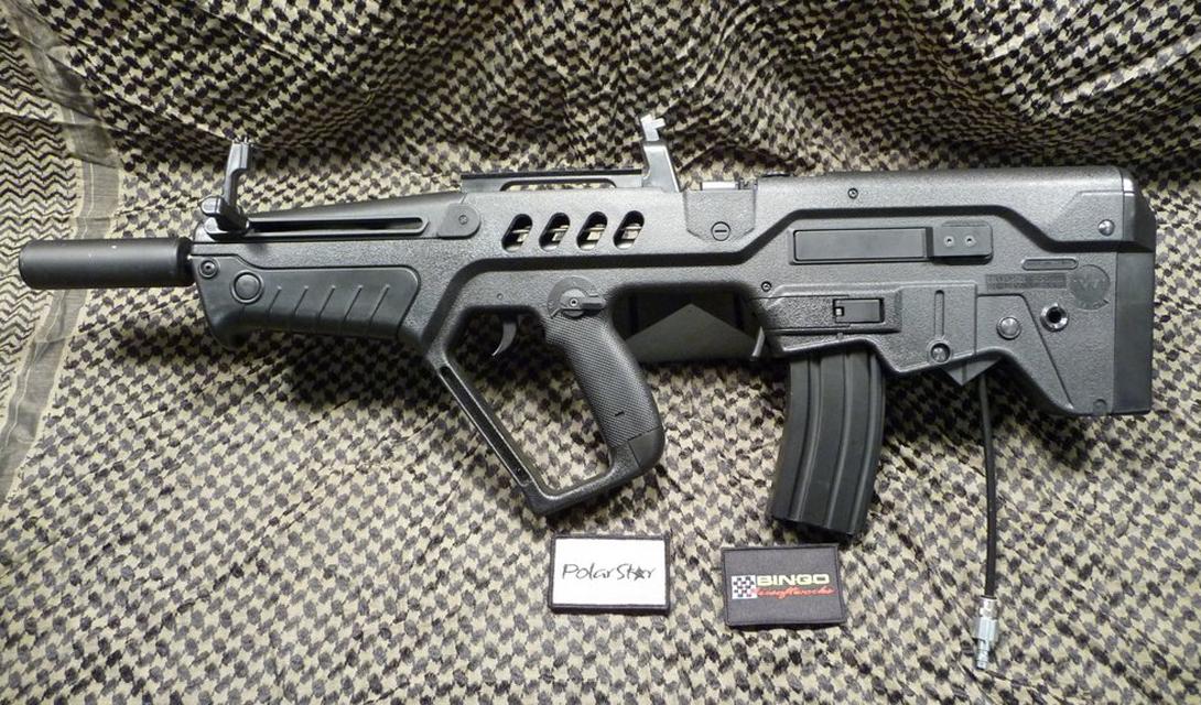 Проект М-203 Перспективная разработка увидела свет в середине 1995 года. Под кодовым обозначением М-203 скрывалась сверхсовременная винтовка, работавшая под натовский патрон 5,56×45 мм. Это был первый израильский успех на ниве оригинального оружия: доработанный автомат, получивший итоговое название Tavor TAR 21, был не переделкой чужого успеха, как тот же «Галиль», а целиком и полностью принадлежал инженерам Israel Military Industries.