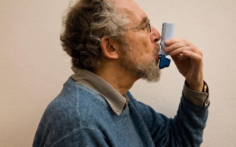 Если у вас астма Астма в наше время не является редкостью. От нее страдают люди любых возрастов. Однако после долгих исследований, в 2014 году были выведены довольно простые дыхательные практики, помогающие людям, страдающим астмой, лучше переносить болезнь и заметно снизить количество потребления лекарств. Обратитесь к своему врачу, если хотите опробовать эти практики в домашних условиях.
