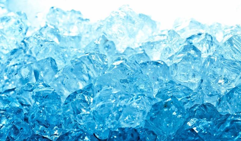 Лед У этого пристрастия есть даже свое научное название — пагофагия. Больные пагофагией люди испытывают навязчивое желание постоянно есть лед. Ученые говорят, что это может быть признаком низкого содержания железа в крови.