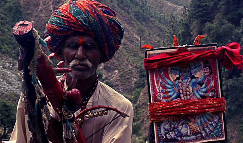 Система варн В Индии до сих пор существует кастовая система. Все общество делится на четыре варны: ученые-брахманы, воины-кшатрии, земледельцы-вайшьи и шудры, слуги. Судя по всему, такое деление родилось в результате контакта уже существующей племенной структуры с культурными обычаями ассимилированных общин, члены которой отличались другим цветом кожи. Представители этих четырех варн могут взаимодействовать друг с другом — вот только контакты с шудрами считаются нежелательными.