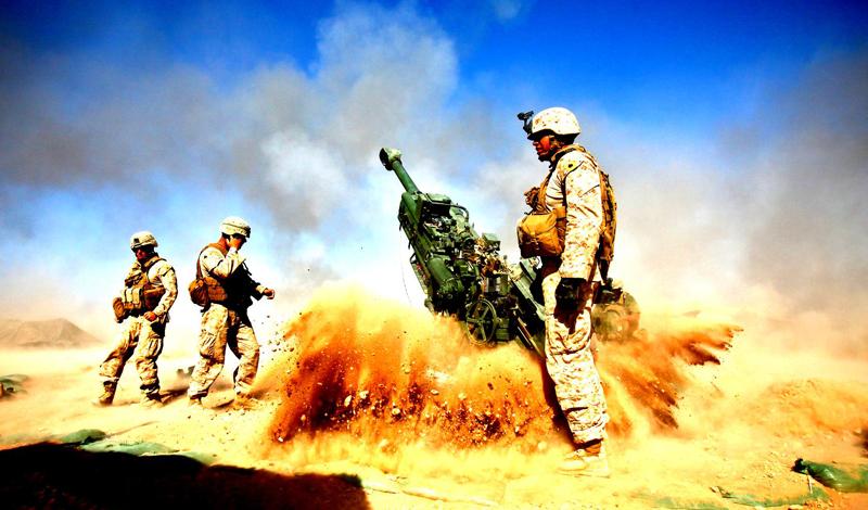 США США являются бесспорными королями войны. Эта страна ответственна за 30% всего проданного в мире оружия и работает с постоянно обновляемой клиентской базой. США поставщики основной части вооружений в Центральную Америку, где импорт оружия вырос на 68% с 2007 года. В сферу интересов торговцев смертью попадает и Ближний Восток: основные партнеры — Ирак и Афганистан.