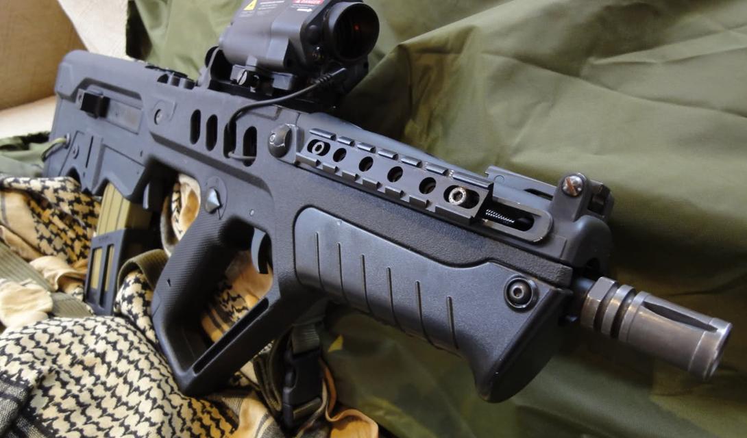 Тактико-технические характеристики Калибр — 5.56 мм. Используемый патрон — 5.56 мм NATO SS109/M855 Емкость магазина — 20-30 патронов Общая длина — 720 мм Масса (снаряженная) – 3,635 кг Прицел – коллиматорный + лазерный Темп стрельбы — 750-900 выстрелов/мин Начальная скорость пули — 890м/сек.