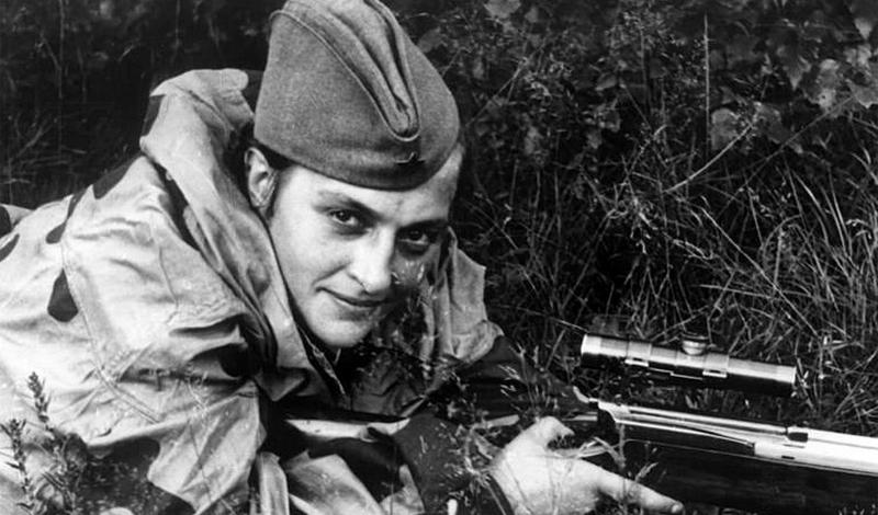 Линия фронта Сразу после этого Людмилу отправили на линию фронта. За следующие семьдесят пять дней, девушка уничтожила 187 солдат противника, показав себя грозным и умелым снайпером. Сделав имя на фронтах Одессы и Молдовы, Павличенко вернулась в Крым, чтобы бороться за Севастополь.