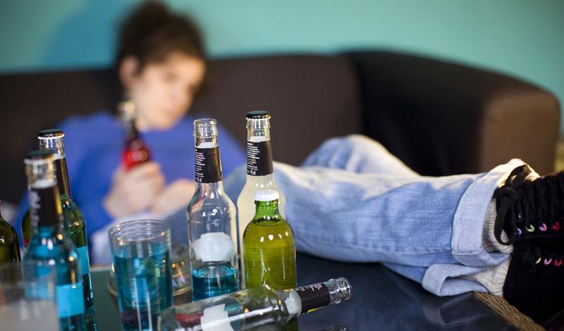 Диабет Знаете ли вы, что многие представленные на рынке алкогольные напитки содержат огромное количество сахара? Кроме избыточного веса, вы рискуете заработать самый настоящий диабет. Когда вы пьете на регулярной основе, чувствительность организма к инсулину неуклонно снижается — а это прямая дорожка к диабету второго типа. Что же касается лишнего веса, то пинта лагера содержит столько же калорий, сколько кусок вкусной пиццы.