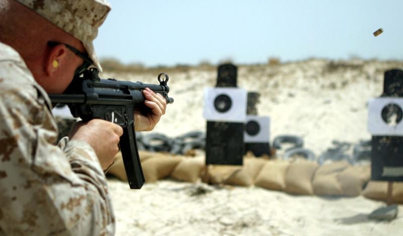 Стрельба Идея пострелять из настоящего огнестрела придется по вкусу каждому мужику. Сделать это гораздо проще, чем кажется: даже на охоту можно не ходить. Всего-то и нужно — записаться в подходящий клуб, заодно и курс молодого бойца пройти можно.