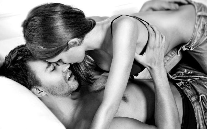 Во время секса Глубоко вдыхайте носом и выдыхайте ртом. Такая техника не только позволит вам лучше сосредоточиться на ощущениях, но и может помочь некоторым больным половой дисфункцией. Сексолог Ян Кернер советует во время дыхательной практики концентрировать внимание на гениталиях, представляя, будто они сами могут дышать, чувствовать и жить.