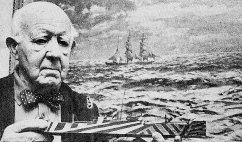 Изобретатель Норман Уилкинсон, британский иллюстратор, проходил службу на подводной лодке Королевского флота и не понаслышке знал о проблемах, которые испытывает английский ВМФ. Немецкие субмарины слишком легко топили крейсеры, потому что могли безошибочно определить размеры цели и расстояние до нее. Норман решил эту проблему изобретением нового типа камуфляжа: Dazzle, что можно перевести как «суматоха», мешал визуальному определению целей.