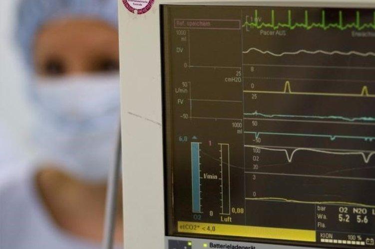 Медсестры блока интенсивной терапии Именно медсестры блока интенсивной терапии занимаются наблюдением, уходом и лечением пациентов в критическом положении и проводят реанимационные мероприятия при необходимости. Они в большей степени подвержены риску развития диабета, колитов и инфарктов. А виноваты в этом гормоны стресса, которые вырабатываются у представительниц этой профессии из-за ночных дежурств и непрерывного потока пациентов.