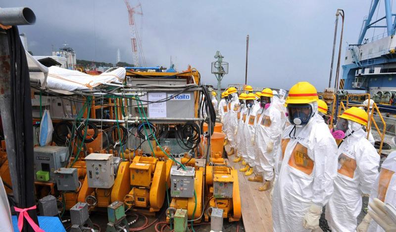 Фукусима Правительство Японии планирует превратить место аварии в новый туристический памятник. Не самое лучшее с точки зрения морали решение, которое, однако, сможет привлечь дополнительные средства для очистки окружающей местности от радиационного заражения.