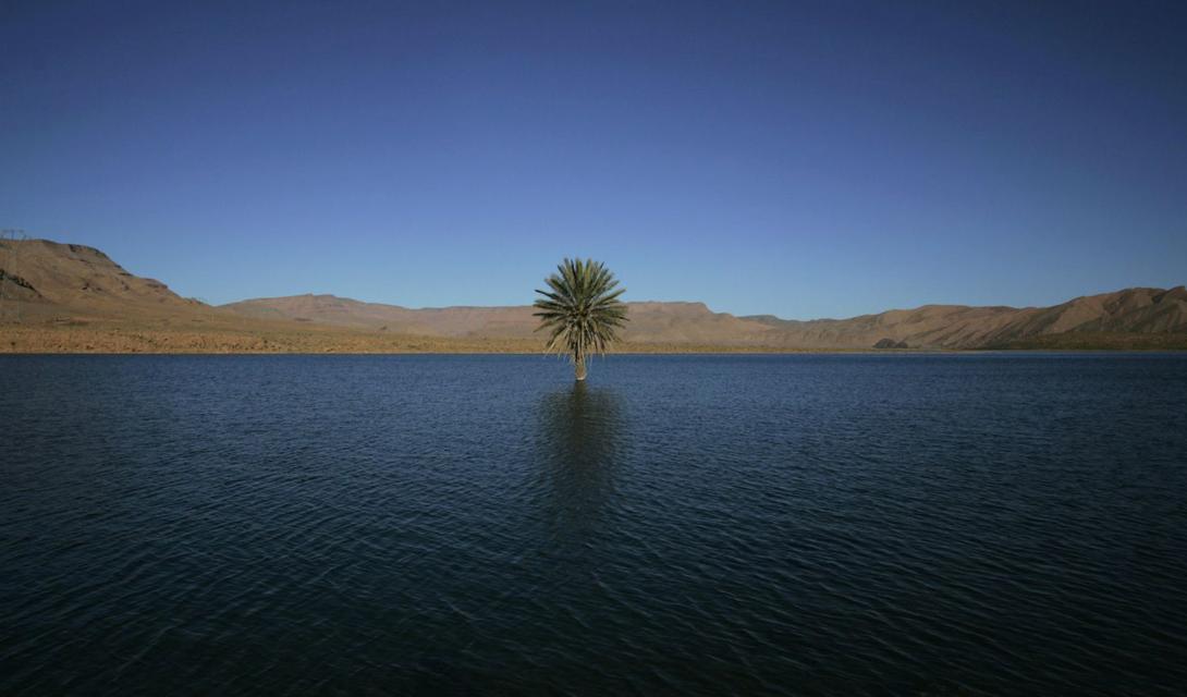 5000 лет назад, одно из самых засушливых и одно их пустынных мест мира было полно жизни. Пустыня Западная Сахара, существуй она сегодня, могла бы войти в список 12 крупнейших водных резервуаров.