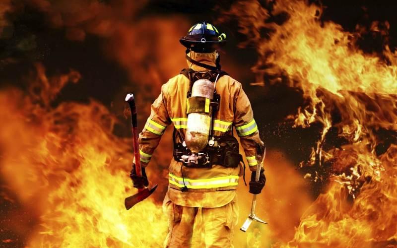 Пожарные Броситься в бушующее пекло, чтобы прийти людям на выручку и не вернуться, это оказывается не самый большой риск для пожарного. Большая часть из них погибает вовсе не по вине пожаров, а от инфарктов, вызываемых постоянным напряжением. Стресс, приближающий печальный финал, усугубляют недосыпание и быстрые перекусы вместо полноценного питания.