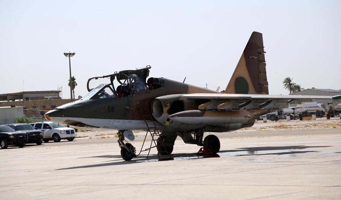 Авиация И да, у Исламского Государства есть даже свой авиапарк. Боевикихалифата захватили некоторое количество американских вертолетов UH60 Black Hawk и даже несколько истребителей МиГ-21. Впрочем, использовать их онивсе равно не смогут: полное господство в воздухе осуществляет авиация России и стран НАТО.