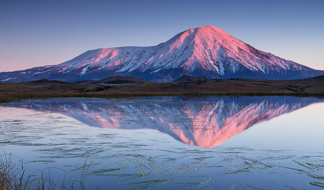 Вулкан Толбачик на рассвете.