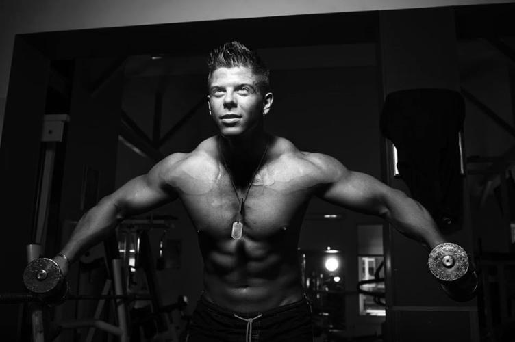 Подъем тяжестей Во время силовых тренировок, выдыхайте во время подъема веса, а вдыхайте, опуская груз. Это поможет быть выносливей и продлить тренировку.