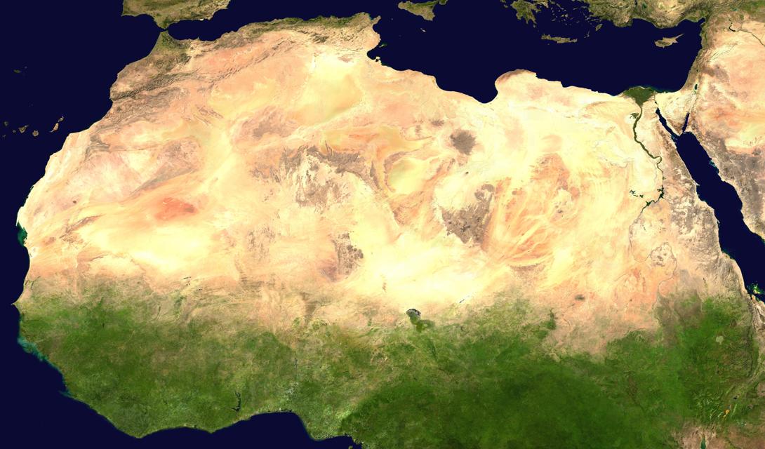 Первое компьютерное моделирование Сахары состоялось еще в 2013 году. Тогда ученые не могли поверить своим же выкладкам: согласно полученным данным, постоянные муссонные дожди поддерживали существование огромной экосистемы, где было место и для человека, и для рыб.