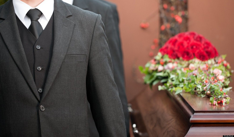 Похороны Как правило, люди не очень-то любят ходить на похороны. Этот печальный момент большинство из нас пытается избежать. Но Луис Скуарес делает все наоборот: за последние двадцать лет он побывал на каждых похоронах, проходивших в его родном городе.