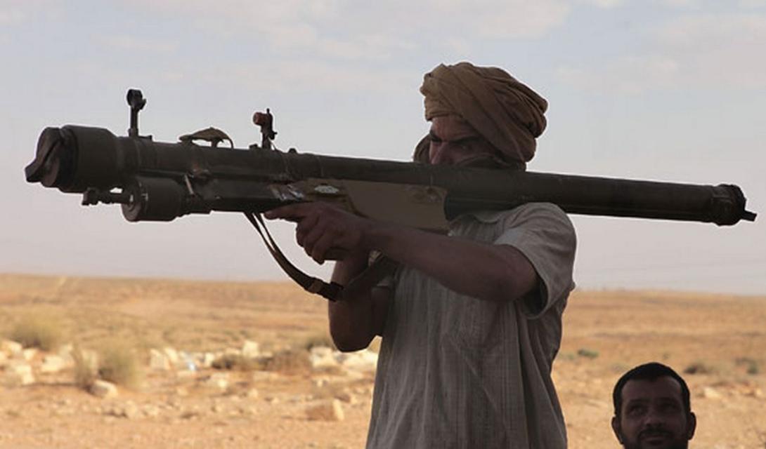 Противовоздушная оборона На разгромленных базах солдаты ИГИЛ сумели захватить небольшое количество американских «Стингеров». Кроме того, в рядах ИГИЛшироко распространены российские ПЗРК «Стрела» и «Игла». Приверженцы радикального ислама уже смогли сбить несколько вертолетов, служивших на вооружении виракской армии.