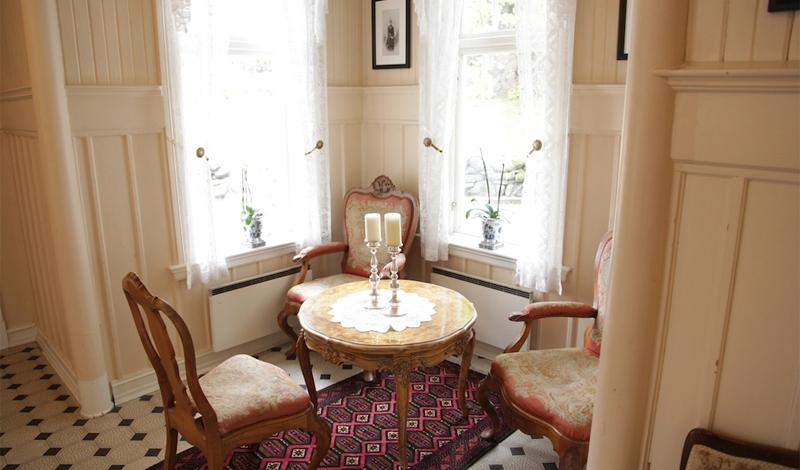 Место спокойствия Важную роль играет обстановка, в которой вы начнете свой день. Лучше всего будет выбрать спокойное место у окна, из которого открывается хороший вид. Позавтракайте именно здесь, игнорируя позывы просмотреть рабочую почту и социальные сети.