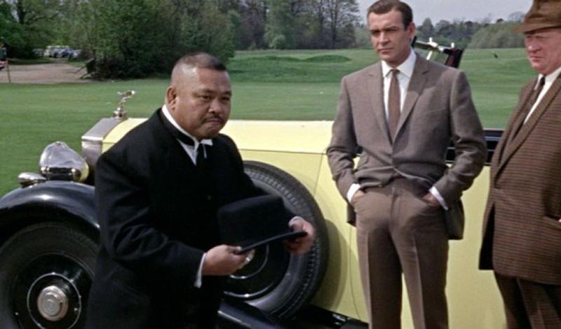 Шляпа с полями Фильм: «Голдфингер» Ладно, этот гаджет принадлежит не самому Бонду, но мы просто не смогли не включить его в список. Шляпа с остро заточенными полями стала чуть ли не самым запоминающимся оружием франшизы, а телохранитель-японец вошел в топ-10 лучших антигероев агента 007.