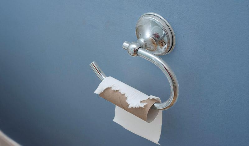 Туалетная бумага Звучит довольно неприятно, но на свете живут и такие люди, которые увлекаются поеданием туалетной бумаги. Психологи склонны рассматривать эту аддикцию как одну из форм сформировавшегося в детстве пристрастия. По счастью, в ход идут только неиспользованные рулоны.