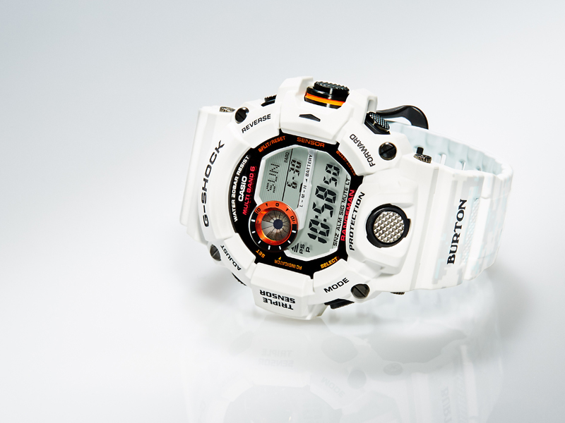 Часы Casio G-Shock Burton Спустя три года после выхода первой нашумевшей коллаборации G-SHOCK и Burton, компании снова объединились. В этот раз лимитированные часы GW9400BTJ-8 предназначены для самых суровых зимних условий. Помимо легендарной ударопрочности, часы оснащены тремя датчиками, которые позволяют измерять температуру, давление, высоту, а также пользоваться компасом. Модель водонепроницаема на глубине до 200 м. Основная кнопка модели Rangeman, которая является единой точкой доступа к важной информации в экстремальных ситуациях, имеет уникальную цилиндрическую структуру, благодаря чему защищена от любых внешних воздействий и никогда не подведет.
