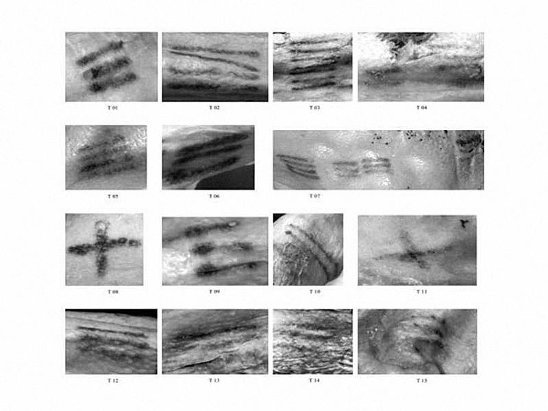 Мумию Эци нашли в Тирольских горах еще в 1991 году. Все тело древнего человека покрыто простейшей татуировкой, которая представляет собой набор точек и полос, выполненных, впрочем, довольно искусно. Всего на теле Эци насчитывается 61 татуировка.