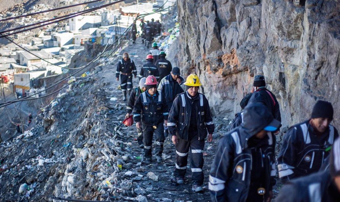 Золотодобыча велась в Андах на протяжении многих столетий. Люди из Ла-Ринконада ежедневно отправляются в шахты, заполненные опасными газами, парами ртути и цианида — недостаток кислорода здесь считается недостойной для обсуждения темой.
