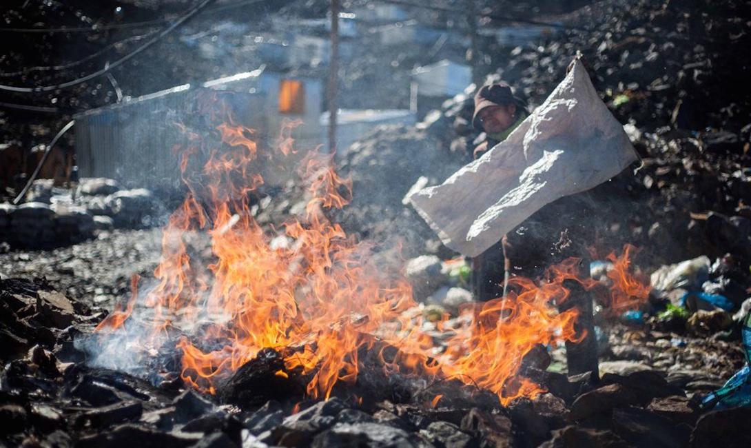 Некоторые предпочитают сжигать свой мусор, или выносить его за пределы поселка.